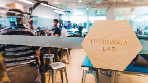 一整天,员工们都会进入Ecobee的硬件实验室交流,以形成新的想法