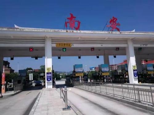 高速收费站