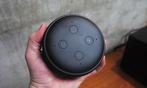 新Echo Dot顶部特写