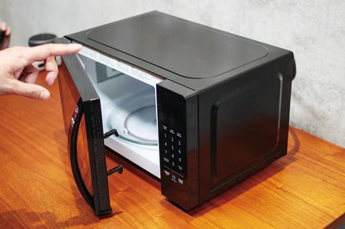 微波炉采用转盘式加热