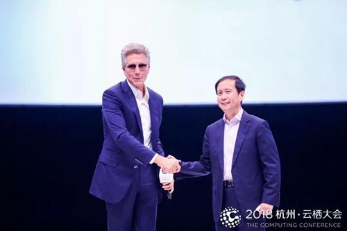 SAP 全球CEO孟鼎铭(左)与阿里巴巴集团CEO张勇