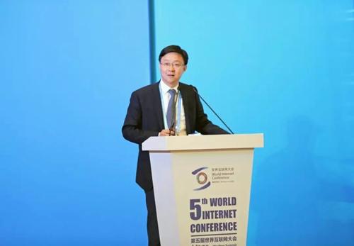刘庆峰在论坛现场发表演讲