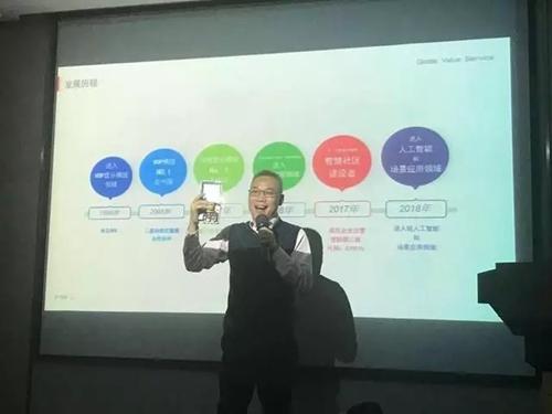 广州视声智能股份有限公司董事长朱湘军现场进行产品展示