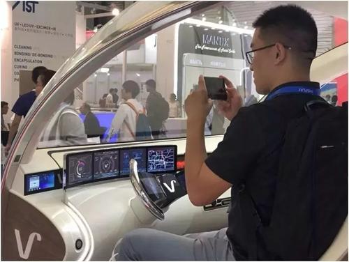 维信诺柔性屏概念车载应用